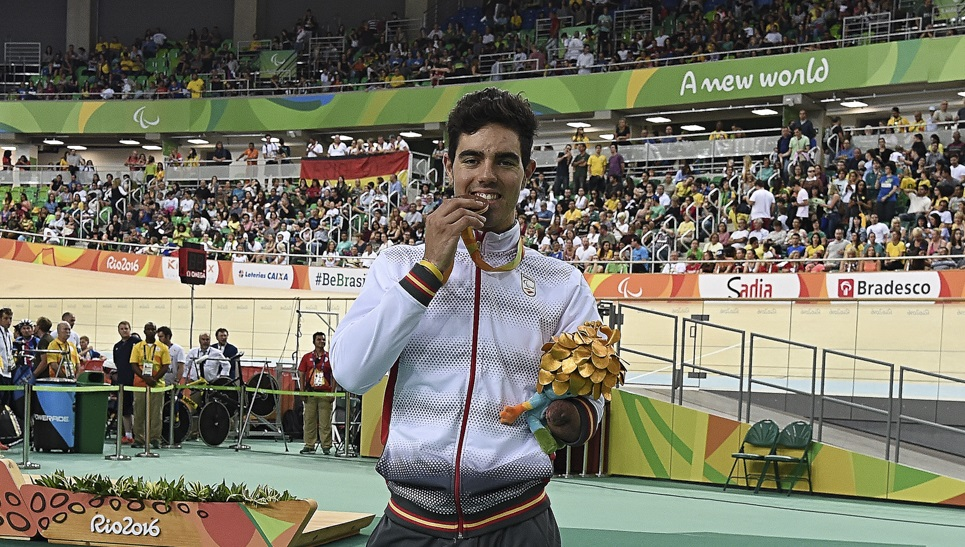 Alfonso Cabello logra el bronce en cicilsmo de pista