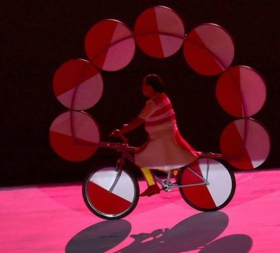 Homenaje a la rueda. Imagen extraída del diario ABC.