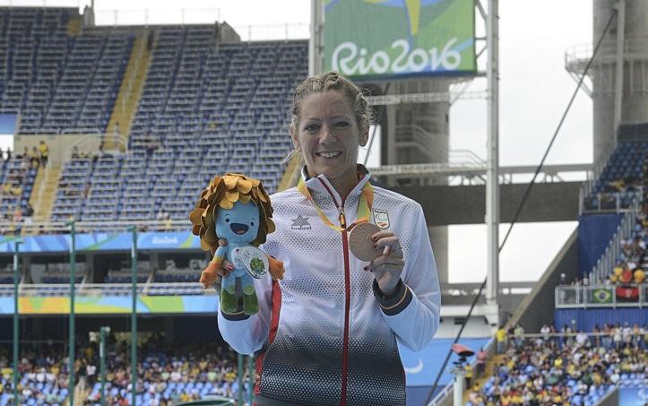 Izaskun Osés consigue la medalla de bronce en los 1500 metros de atletismo.