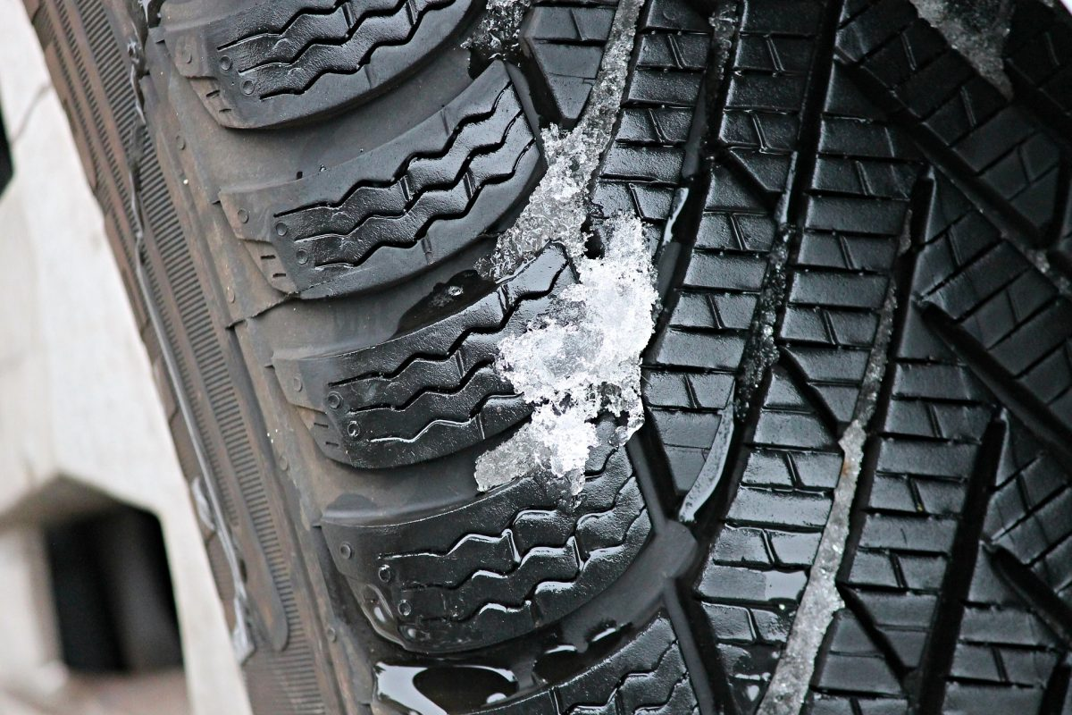 winter-tires-3198543_1920