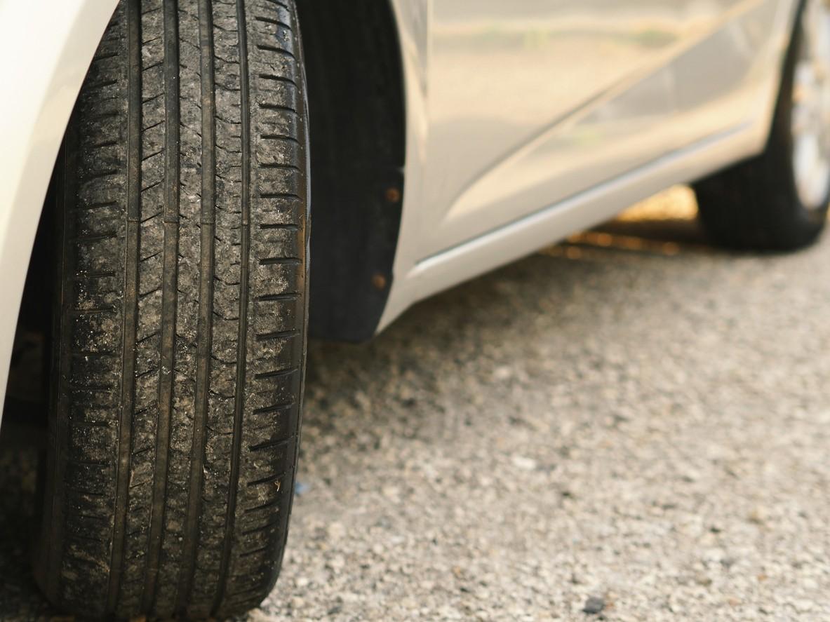 cuidar los neumáticos de tu coche mientras está parado