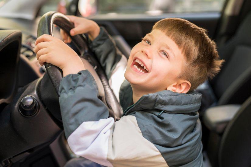 como-deben-viajar-niños-en-coche