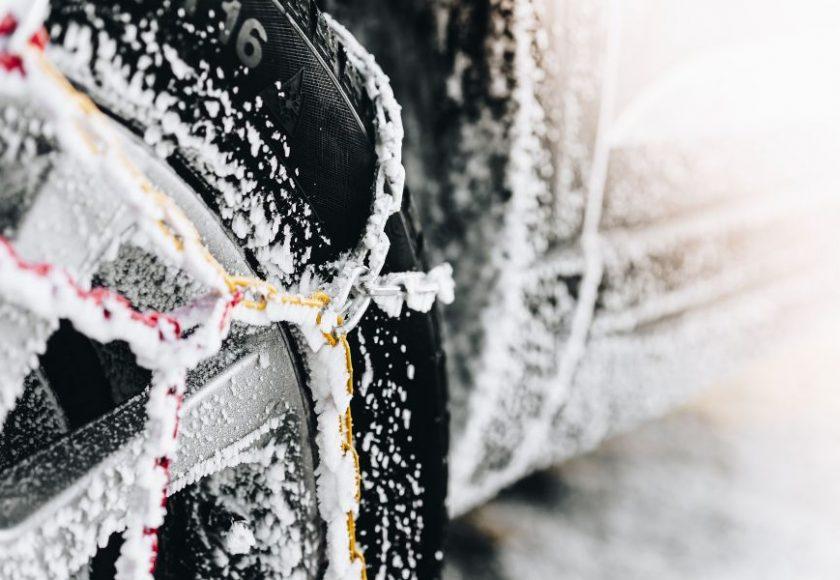 como poner las cadenas de la nieve en el coche