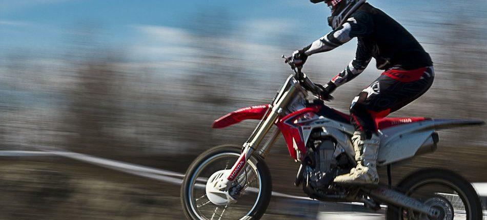 que se necesita para hacer motocross