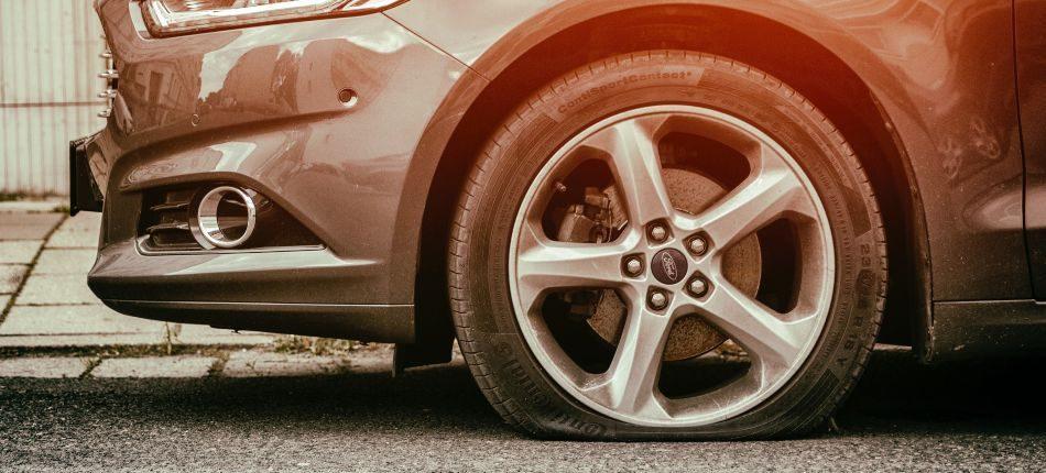 como reparar una rueda pinchada
